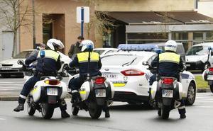 Un motorista, herido al ser embestido por un turismo en Vitoria