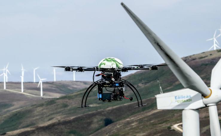 Drones vigilantes en el parque eólico de Elgea