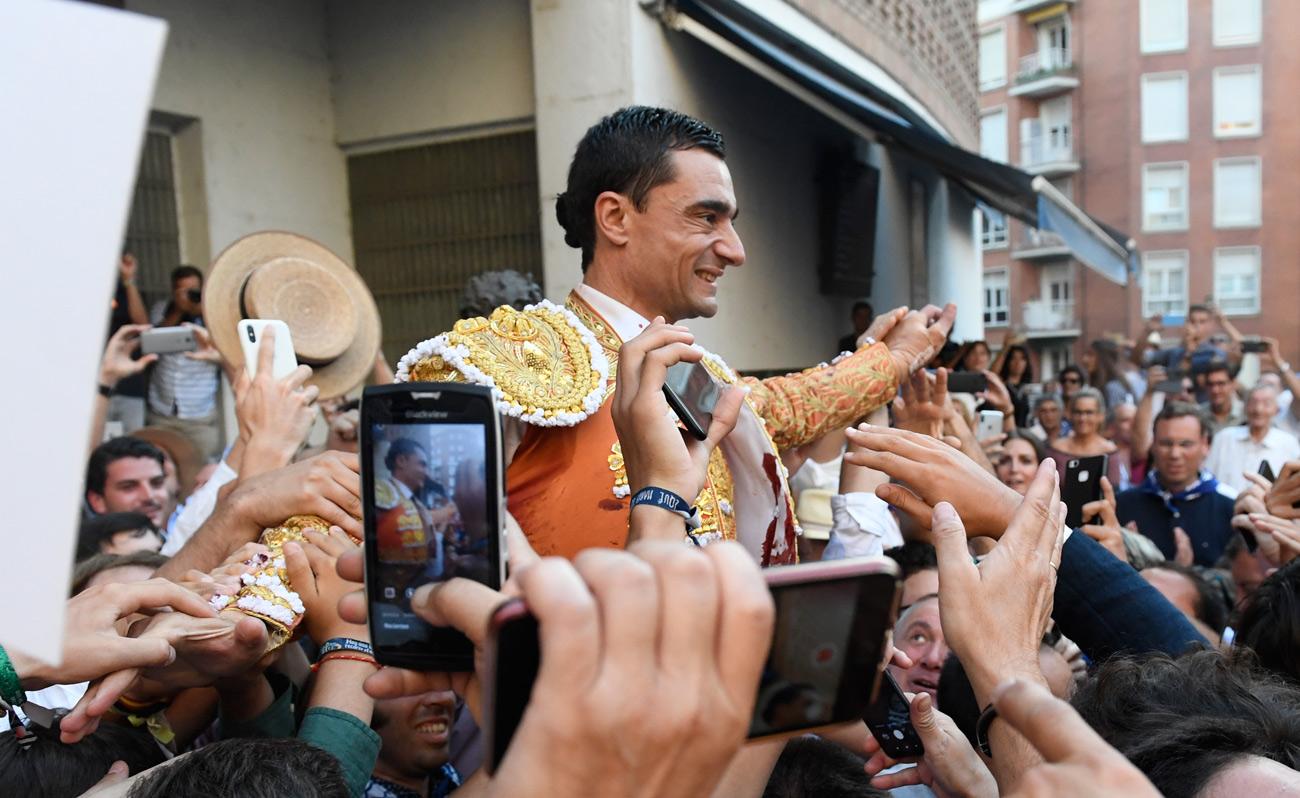 Puerta grande de Paco Ureña en Vista Alegre tras cortar cuatro orejas