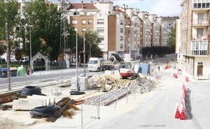 El asfaltado de las calles por donde se amplía el tranvía de Vitoria causará nuevos cortes de tráfico