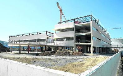 Una nueva prórroga en las obras impide saber cuándo funcionará el colegio Errekabarri de Salburua