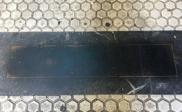 Segundo ataque a las placas en memoria de las víctimas de ETA en San Sebastián
