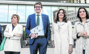 La oposición municipal noqueada y el Gobierno de Vitoria en el 'impasse' de agosto
