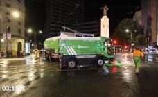 Ni rastro de la fiesta en una hora: así trabajan los operarios de limpieza en la Plaza Circular
