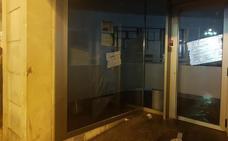 Radicales encapuchados atacan varias oficinas bancarias y comercios del Casco Viejo de Bilbao
