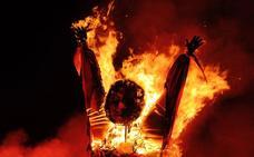 Marijaia se despide entre llamas, pero promete volver