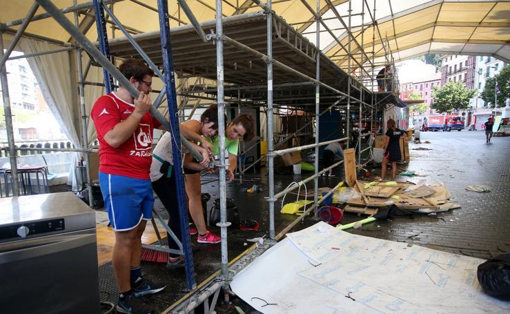 Comienza el desmontaje de las txosnas en Bilbao