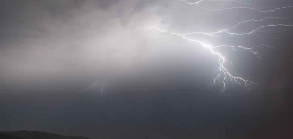 Dos días de tormentas con lluvias intensas y granizo en Euskadi para despedir agosto