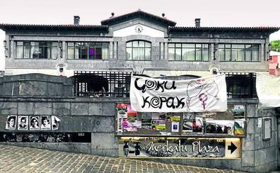 Covite denuncia que Mutriku está «llena» de fotografías de presos de ETA