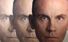 El debut más extraño, surrealista y sorprendente de la historia: 'Cómo ser John Malkovich'