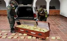 La policía colombiana encuentra 300 kilos de droga ocultos en un ataúd