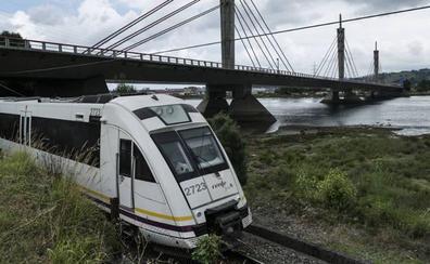 Fomento quiere reducir a 40 minutos el viaje en tren Bilbao-Santander con paradas en Castro y Laredo