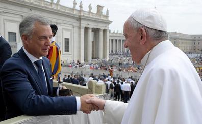 El Vaticano muestra una «sintonía absoluta» con el plan de Urkullu para acoger a refugiados
