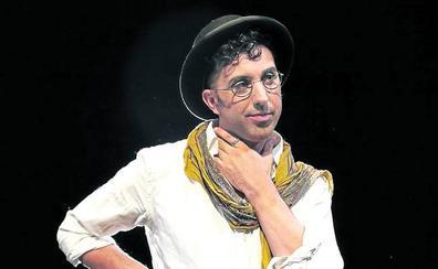 La historia de libertad del pintor Ocaña llega al Palacio Euskalduna
