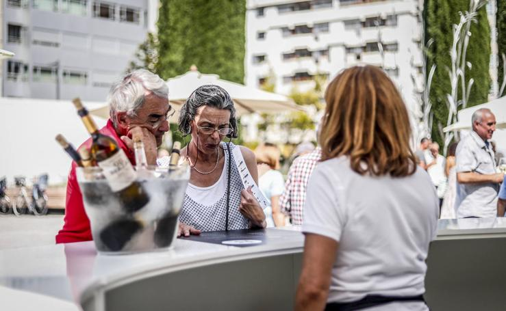 El blanco bien fresco, «lo mejor contra el calor» en Vitoria
