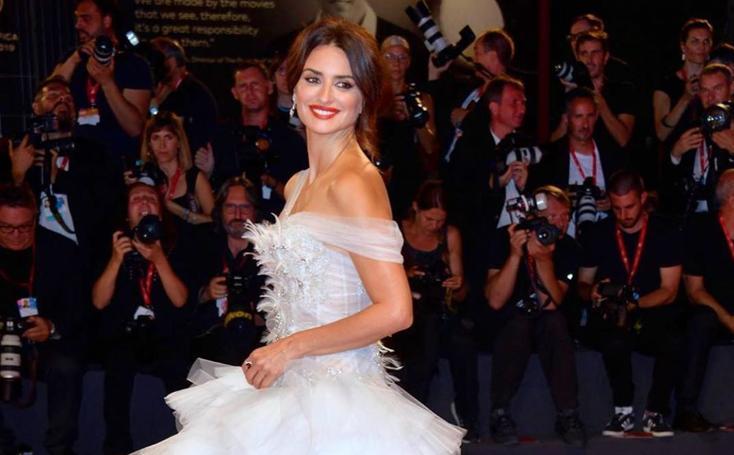 Penélope Cruz desembarca en Venecia con sus looks de la discordia
