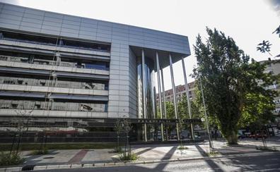 Un alavés queda absuelto de dos delitos de violencia de género al morir el día antes del juicio