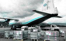 Un 'Antonov' sale de Loiu con 15.000 kilos de obuses en pleno trasiego de aviones civiles