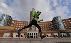 Edu Zapata corre desde las seis de la mañana los 100 kilómetros en favor de los niños con cáncer