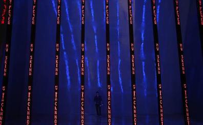 Jenny Holzer artista amerikarraren obrak 600.00 bisitari jaso ditu