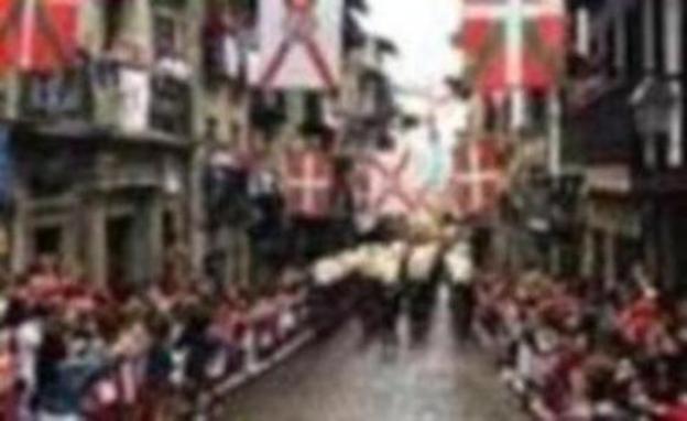 Hondarribia se vuelca con el Alarde