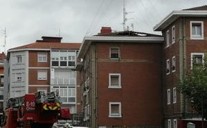 Se desploma un tejado en un edificio de Santutxu sin causar heridos