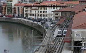 Transportes insiste en que el tranvía no dejará espacio libre en la estación