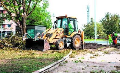 Tala de árboles por las obras del BEI en la rotonda de Esmaltaciones