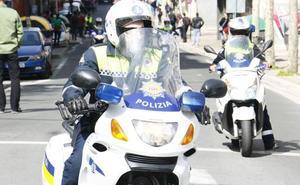 Detenido al no respetar una orden de alejamiento sobre su expareja, con quien circulaba en moto por Vitoria