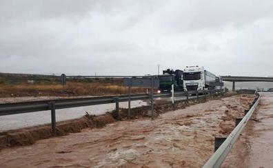 Mueren dos hermanos al ser arrastrado su coche por la riada en Albacete