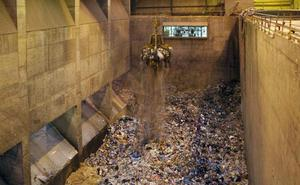Bizkaia incinerará 20.000 toneladas menos de basura al año cuando abra la planta de Gipuzkoa