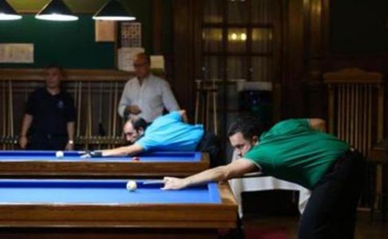 Los maestros del billar ya compiten en La Bilbaína