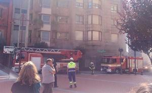 Prenden fuego a una antigua sucursal bancaria en el centro de Barakaldo