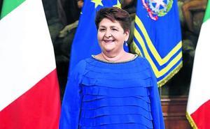 La ministra color azul eléctrico