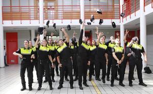 La última promoción de la Policía Local de Vitoria, a pleno rendimiento para patrullar