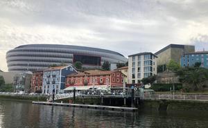 Un barco eléctrico en Bilbao para intentar dar vida a la ría