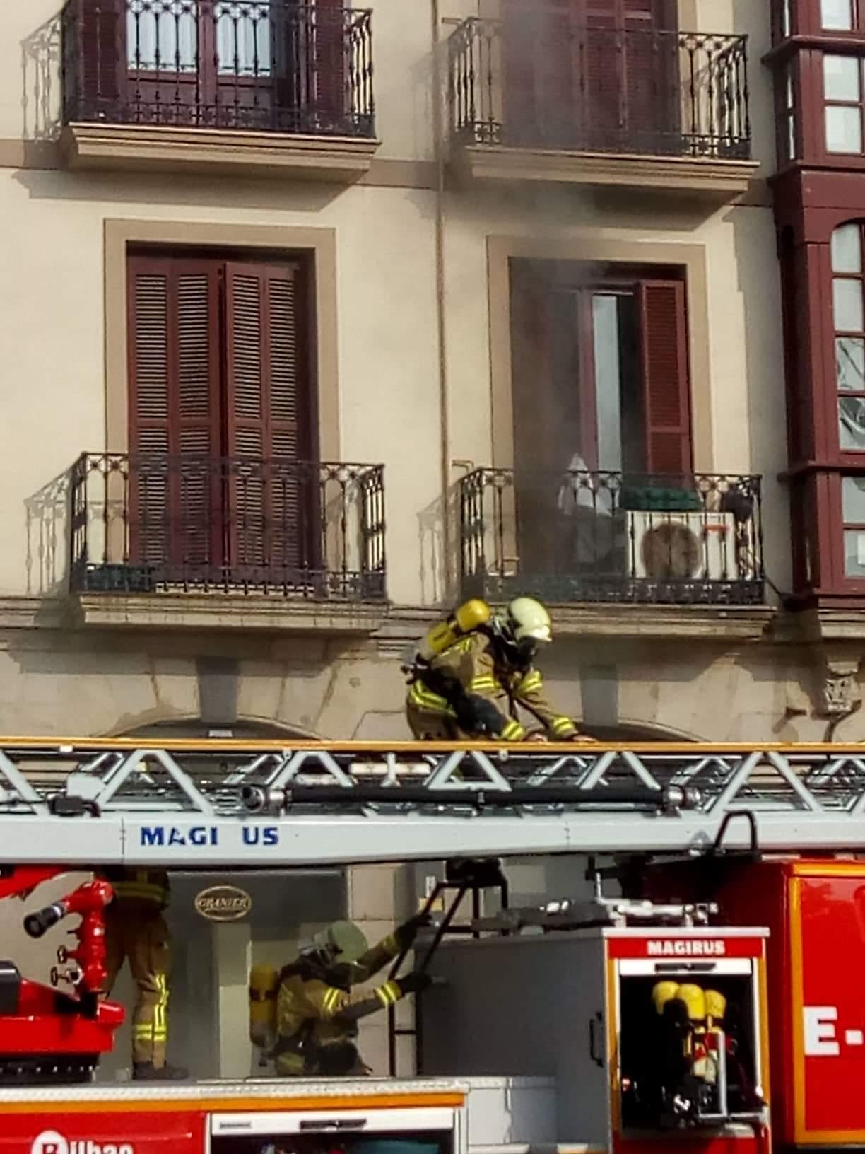 Muere un hombre de 70 años por una explosión en su piso del Arenal bilbaíno