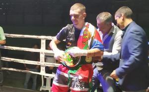 Jon Fernández conquista el WBC Latino en su debut en el límite del peso ligero