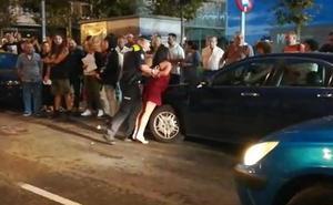 Un conductor ebrio desata el pánico en Santurtzi tras invadir la acera con su coche