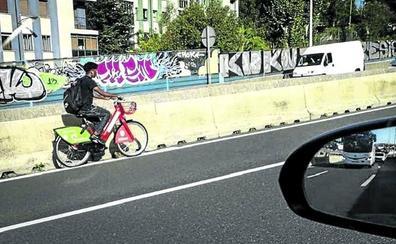 Bilbao sanciona cada día a 60 personas por mal uso de las bicis eléctricas públicas