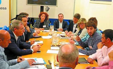 Olano comparte con alcaldes y agentes de Debabarrena planes de desarrollo económico
