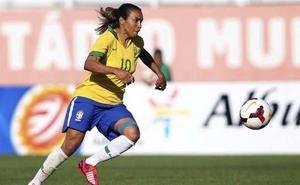 La futbolista brasileña Marta creará un albergue para animales abandonados