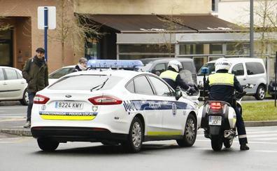 Un joven agrede a los policías que mediaron en la discusión que tenía con su pareja en Vitoria