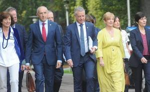 El lehendakari reitera su compromiso con la austeridad y saca pecho del «déficit cero»