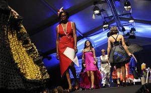 Un total de 52 vestidos de papel desfilarán mañana en el tradicional concurso de Güeñes