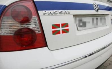 Un herido al ser golpeado por un coche durante una trifulca entre dos vehículos en Urduliz