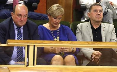 Los partidos vascos rechazan la petición de Bildu de vetar a Casado, Rivera y Abascal en campaña