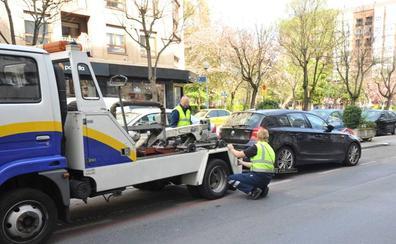 EH Bildu pide avisar al móvil del conductor cuando la grúa municipal vaya a llevarse su vehículo