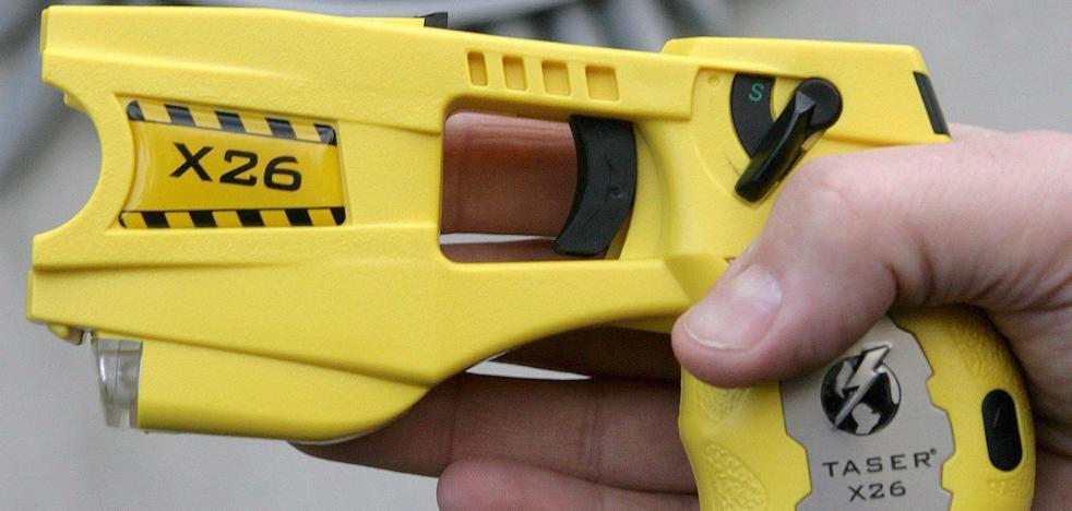 Así son las polémicas pistolas eléctricas que podrá usar la Policía en Madrid