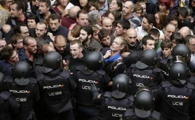 Interior se preparara para enviar hasta 750 antidisturbios a Cataluña en el 'otoño caliente'